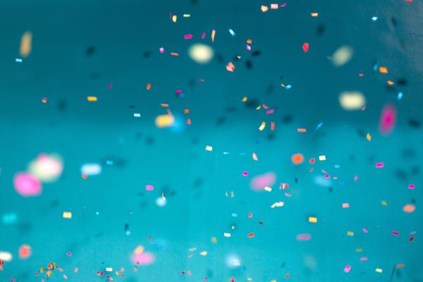 Confeti y colores alegres