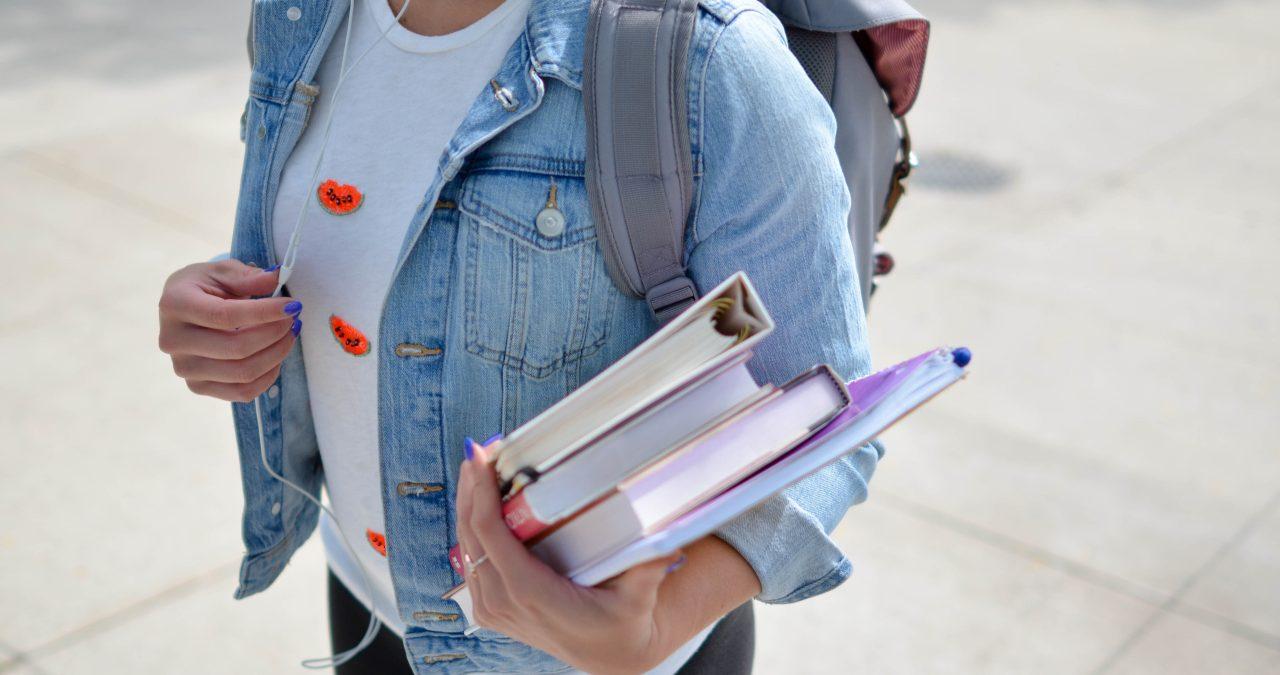 Estudiante de camino al examen de Oposición al Cuerpo de Profesores de Secundaria de Física y Química.