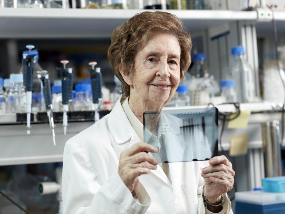 Margarita Salas en el laboratorio.