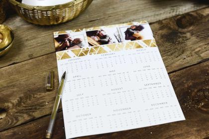 Calendario con bolígrafo