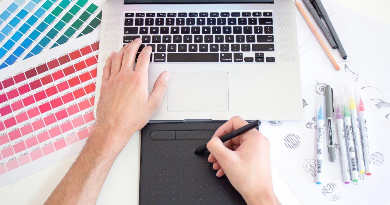 Tableta gráfica para impartir clases online con en una pizarra virtual.