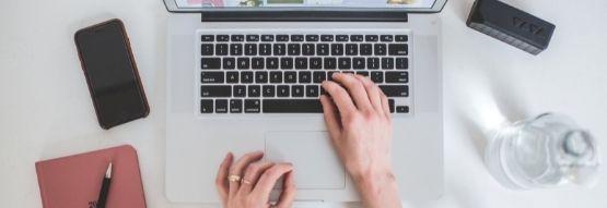 Estudiante en una clase online